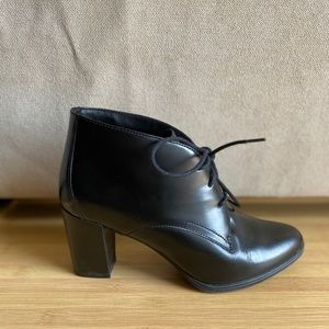 Clark's Black Artisan Heeled Ankle Boot Size 7.5